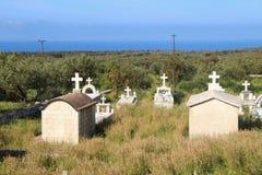 Cementerio viejo en Mani interna, adem?s del camino Peloponeso, Grecia imágenes de archivo libres de regalías