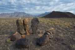 Cementerio y piedras antiguas de la chimenea Imagen de archivo libre de regalías