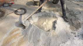Cementersna blandar mortel Arkivbilder