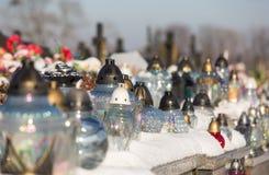 Cementery с надгробными плитами и крестами, Стоковая Фотография RF