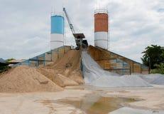 Cementfabriek een toren van het mixer openluchtcement in Thailand Stock Foto