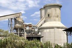 cementfabrikssilos Arkivbilder