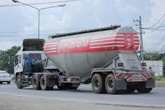 Cementlastbil av det Tib Phipat företaget Royaltyfri Bild