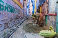Cemento de mezcla de la mujer en Jodhpur Imagen de archivo