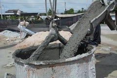 Cemento per l'operaio edile Immagini Stock