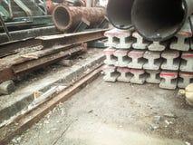 cemento postes y tubo del metal Foto de archivo
