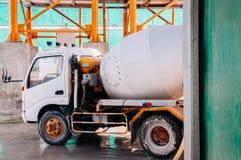 Cementowa ciężarówka Cementowa batching rośliny fabryka zdjęcie royalty free