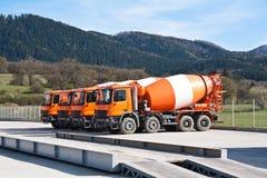 Cementowe ciężarówki Zdjęcia Royalty Free