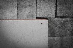 Cementplak op baksteendoos Stock Fotografie