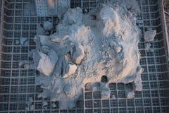 Cementstapel op de rooster Stock Afbeeldingen
