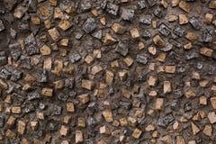 Cementväggtextur med vaggar Arkivbild