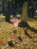 Cemetery: U.S. flag on veterans grave Royalty Free Stock Photos