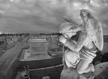 cemeteryscape祈祷的雕象 图库摄影