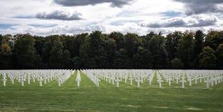 Cemitério americano de Luxemburgo & cruzes memoráveis imagens de stock