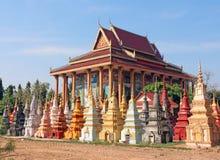 Cemitério budista em Cambodia foto de stock