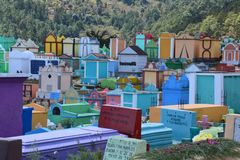 Cemitério colorido na Guatemala de Chichicastenango imagem de stock royalty free