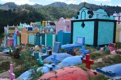 Cemitério colorido na Guatemala de Chichicastenango foto de stock royalty free