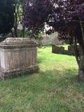 Cemitério com túmulo concreto fotografia de stock royalty free