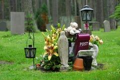 Cemitério da floresta fotografia de stock royalty free