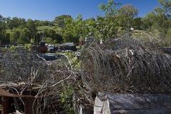 Cemitério de automóveis com arame farpado Imagem de Stock Royalty Free