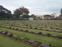 Cemitério de WWII em Kanchanaburi, Tailândia foto de stock