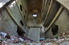 Cemitério desmoronado abandonado Foto de Stock