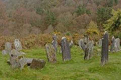 Cemitério deteriorado velho no local monástico de Glendalough fotografia de stock royalty free