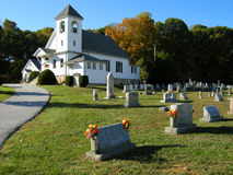 Cemitério e igreja Imagem de Stock