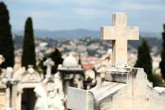 Cemitério em agradável imagens de stock royalty free
