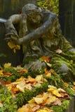 Cemitério em cores do outono Imagem de Stock