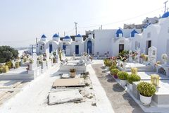 Cemitério em Santorini Cemitério ortodoxo na ilha de Santorini, Grécia foto de stock