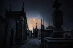 Cemitério escuro imagem de stock royalty free