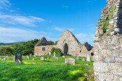 Cemitério irlandês típico, gramados da grama verde, em agosto de 2016 Fotografia de Stock Royalty Free