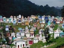 Cemitério maia colorido em Chichicastenango fotos de stock