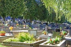 Cemitério na cidade Ruzomberok, Eslováquia Fotografia de Stock Royalty Free