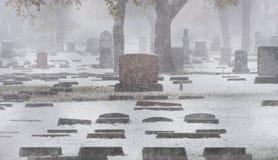 Cemitério na neve imagens de stock royalty free