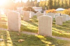 Cemitério nacional com uma bandeira no Memorial Day em Washington, EUA Fotografia de Stock