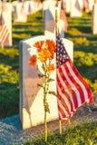Cemitério nacional com uma bandeira no Memorial Day em Washington, EUA Foto de Stock Royalty Free