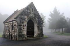 Cemitério nevoento imagem de stock royalty free