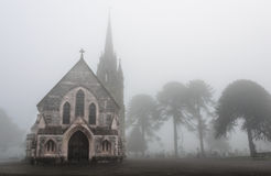 Cemitério nevoento fotografia de stock royalty free