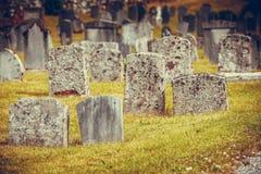 Cemitério perto da igreja de Hamre, ilha Osteroy Noruega Imagem de Stock