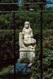 Cemitério Savannah Georgia de Gracie Watson Cemetery Statuary Statue Bonaventure fotografia de stock