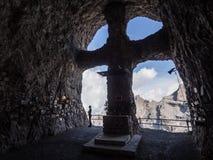 Cemitério simbólico dos montanhistas nas montanhas Fotos de Stock
