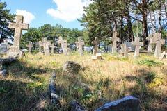 cemitério velho com cruzes de pedra fotografia de stock