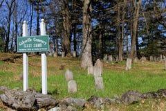 Cemitério velho com sinal, cemitério de Galesville, Washington County, NY, 2016 Imagem de Stock Royalty Free