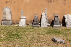 Cemitério velho dos italianos em Buje, Croácia Fotografia de Stock Royalty Free