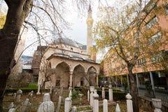 Cemitério velho perto da mesquita de Ferhadija no centro de Sarajevo Fotografia de Stock