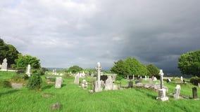 Cemitério celta velho do cemitério em ireland 65 vídeos de arquivo