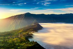 Cemoro-lawang Dorf am Morgen in Bromo-tengger semeru Nationalpark, Osttimor, Indonesien Lizenzfreies Stockfoto