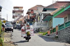 Cemoro Lawang, Indonesien - Maj 12, 2016: En sikt av den Cemoro Lawang byn nära Bromo Royaltyfri Foto